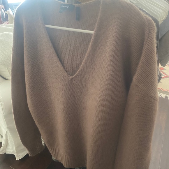 Theory Beautiful Wine cashmere blend sweater